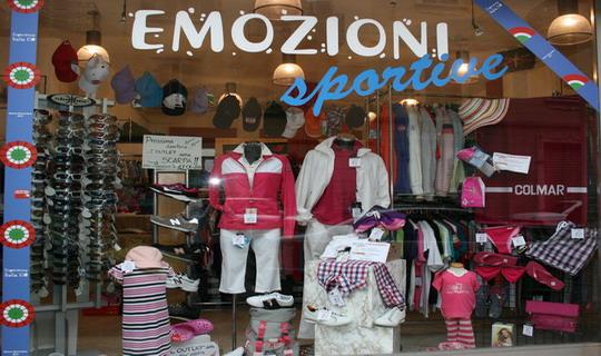 best service aec05 2a19b Negozio di abbigliamento sportivo Emozioni Sportive di ...